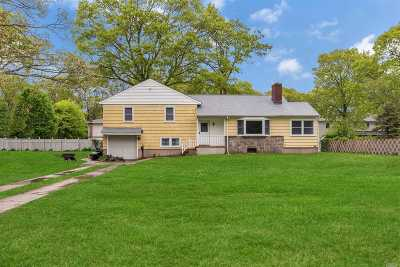 Sayville Single Family Home For Sale: 11 Dewey St