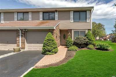 Smithtown Condo/Townhouse For Sale: 234 Pond View Ln