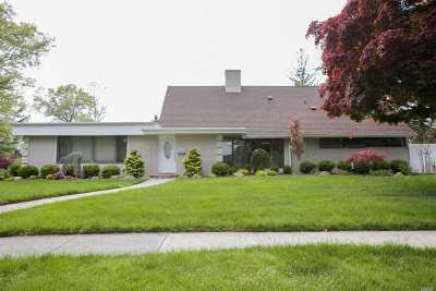 Roslyn Heights Single Family Home For Sale: 40 N Field Ln