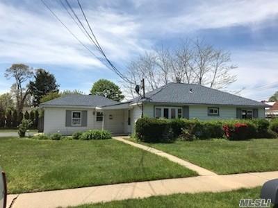 Massapequa Single Family Home For Sale: 7 Algonquin Ave