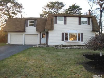 Medford Single Family Home For Sale: 30 Torrey Pine Ln