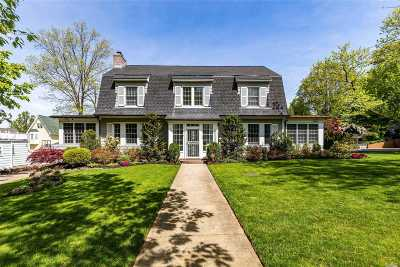 Douglaston Single Family Home For Sale: 139 Arleigh Rd