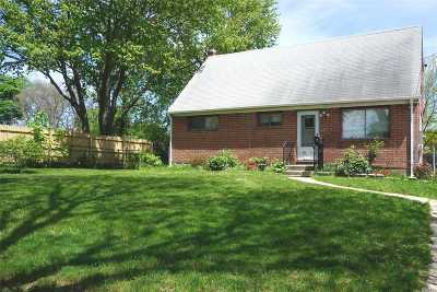 Single Family Home Sold: 13 Pelham Dr