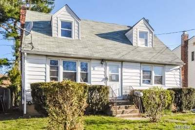 Westbury Single Family Home For Sale: 521 Lowell St