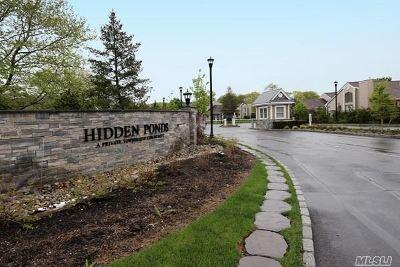 Smithtown Condo/Townhouse For Sale: 81 Hidden Pond Cir