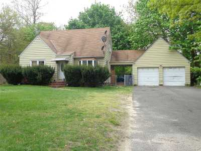 Selden Single Family Home For Sale: 36 Dare Rd