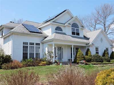 Shoreham Single Family Home For Sale: 40 Ridgefield Dr