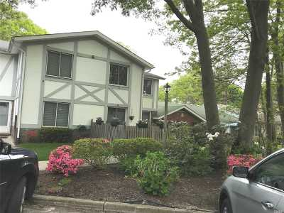 Coram Condo/Townhouse For Sale: 320 Woodland Ct