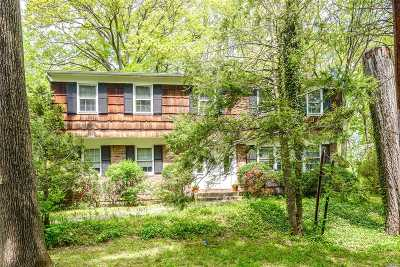 Roslyn Single Family Home For Sale: 79 The Oaks