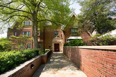 Roslyn Heights Condo/Townhouse For Sale: 155 Estate Ct