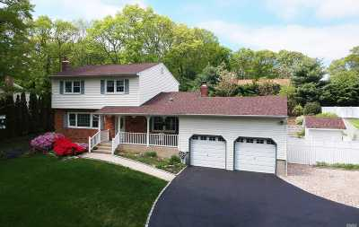 Smithtown Single Family Home For Sale: 105 Lone Oak Path