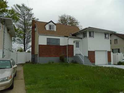 Freeport Single Family Home For Sale: 571 S Ocean Ave