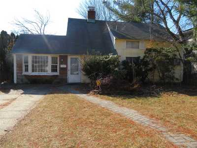 Westbury Single Family Home For Sale: 16 Crystal Ln