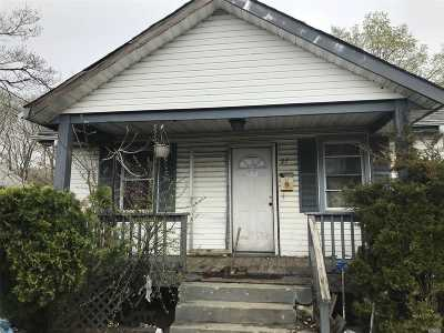 Huntington Single Family Home For Sale: 27 Railroad St
