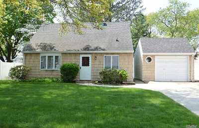 Levittown Single Family Home For Sale: 40 Poppy Ln
