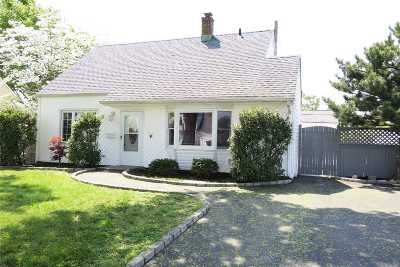 Levittown Single Family Home For Sale: 28 Academy Ln