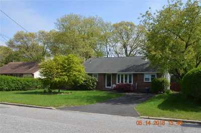 West Islip NY Single Family Home For Sale: $435,000