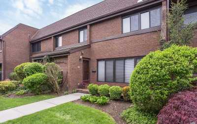 Roslyn Condo/Townhouse For Sale: 54 Chestnut Hill