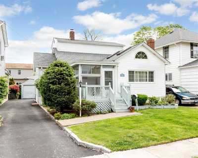 Bellmore Single Family Home For Sale: 2754 Clarendon Ave