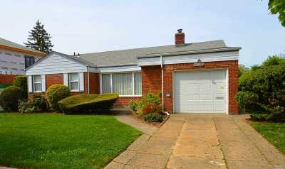 Little Neck Single Family Home For Sale: 63-30 253rd St
