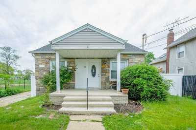 Freeport Single Family Home For Sale: 28 W Seaman Ave