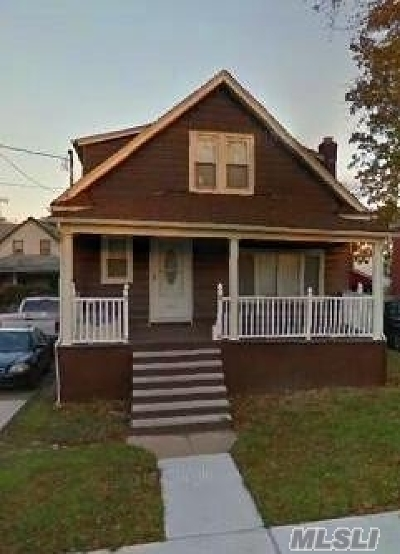 Freeport Single Family Home For Sale: 137 Nassau Ave