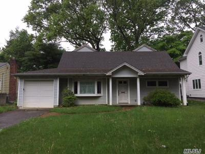 Port Washington Single Family Home For Sale: 74 Middle Neck Rd