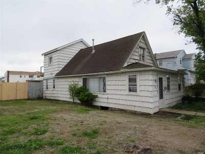 Freeport Single Family Home For Sale: 185 Sportsmans Ave