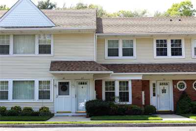 Holtsville Condo/Townhouse For Sale: 63 Gazebo Ln