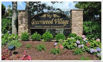 Manorville Condo/Townhouse For Sale: 5135 E Village Circle