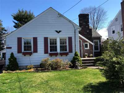 Mineola Single Family Home For Sale: 173 Ferncroft Rd