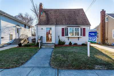 Hicksville Single Family Home For Sale: 64 Raymond St