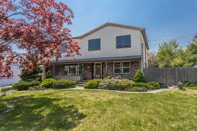 Sayville Single Family Home For Sale: 98 Harp Ln