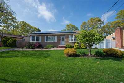 Islip Single Family Home For Sale: 15 44th St