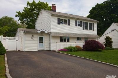 Levittown Single Family Home For Sale: 257 Orchid Rd