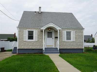 Freeport Single Family Home For Sale: 38 Jefferson St