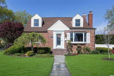 Williston Park Single Family Home For Sale: 43 Lipton Ln