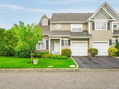 Smithtown Condo/Townhouse For Sale: 134 Paddington Cir