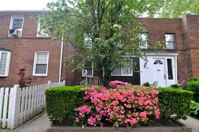 Sunnyside Single Family Home For Sale: 39-82 46th St
