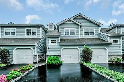 Nassau County Condo/Townhouse For Sale: 51 Carriage Ln