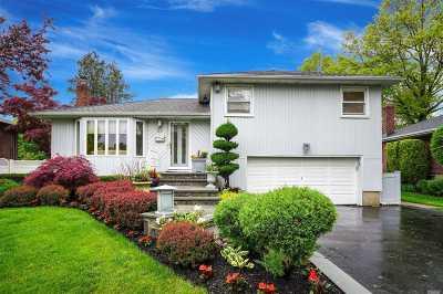 Nassau County Single Family Home For Sale: 59 Glenwood Rd