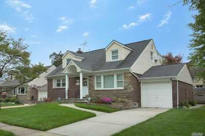Nassau County Single Family Home For Sale: 143 Aster Dr