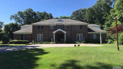 Nassau County Single Family Home For Sale: 1 Woodhollow Ct
