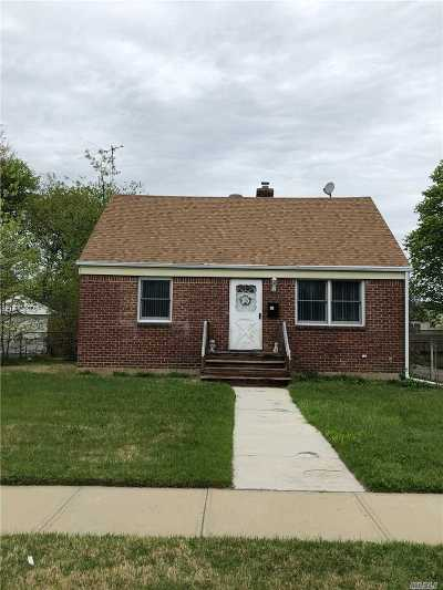 Hicksville Single Family Home For Sale: 41 9 St