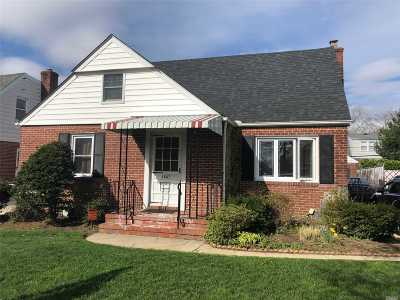 Nassau County Single Family Home For Sale: 1547 New Hyde Park Dr