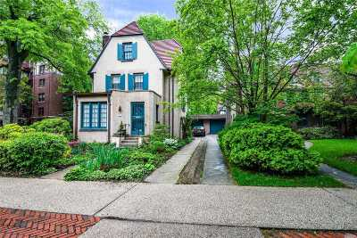 Forest Hills Single Family Home For Sale: 14 Ascan Ave