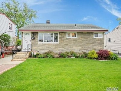 Nassau County Single Family Home For Sale: 37 Hubbard Ave