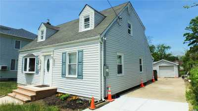 Patchogue Single Family Home For Sale: 183 Carman St