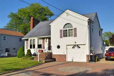 Nassau County Single Family Home For Sale: 395 Park Ln