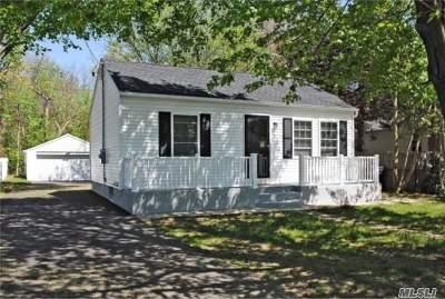 Selden Single Family Home For Sale: 17 Marshall Dr